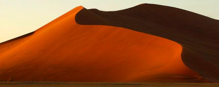 Vue sur les dunes de Sossusvlei en Namibie