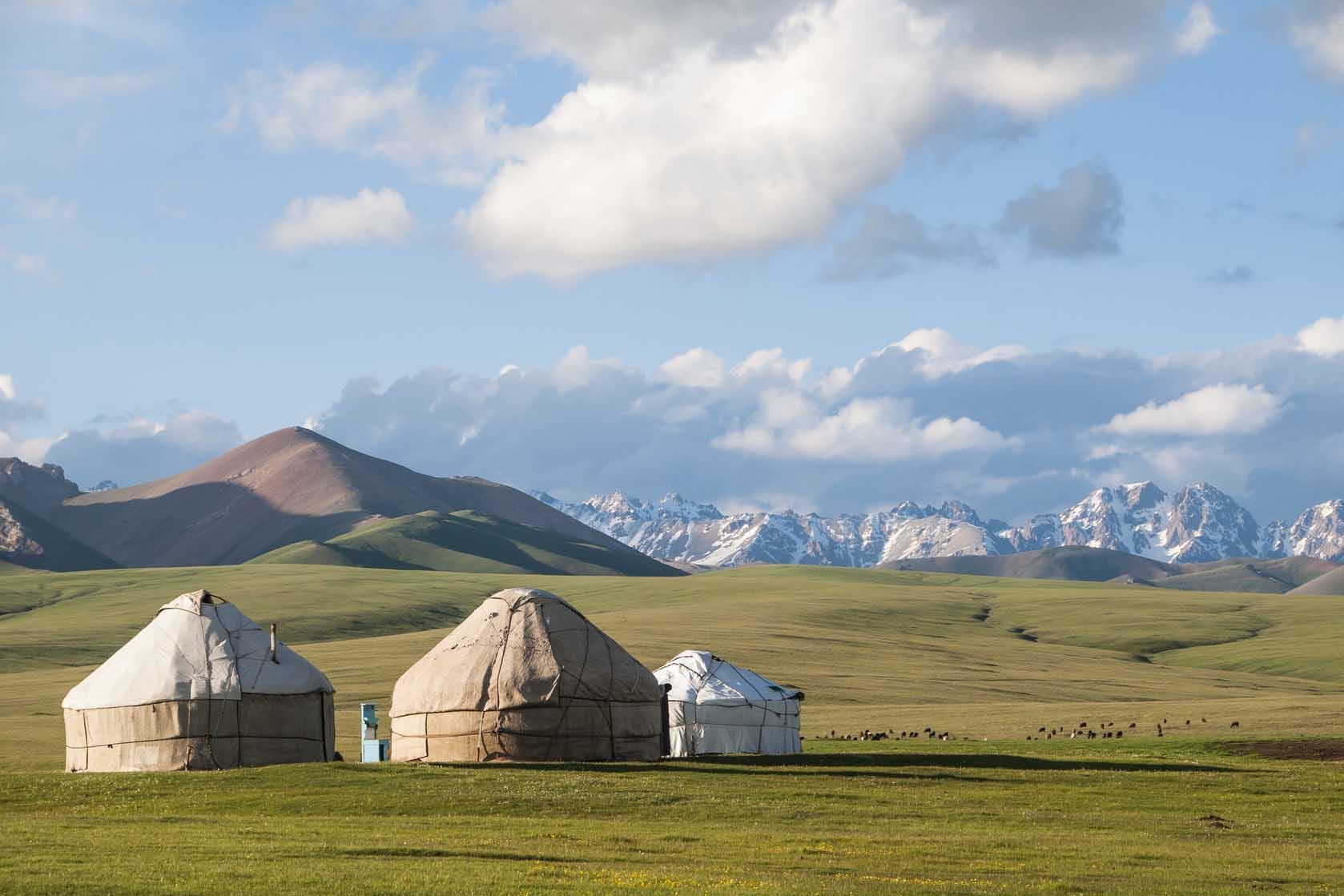 Yourtes dans la région du lac Son Koul en Kirghizie