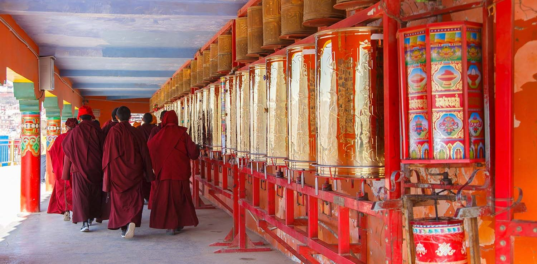 Moines bouddhistes au Bhoutan
