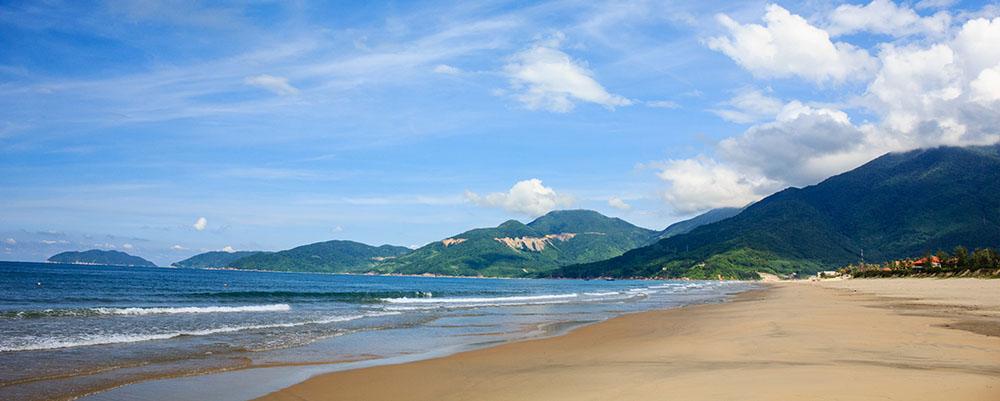 Vue sur la plage de Lang Co