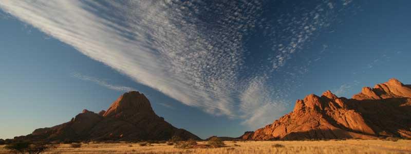 Panorama de Spitzkoppe en Namibie