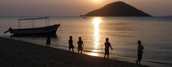 Le Lac Malawi au coucher de soleil